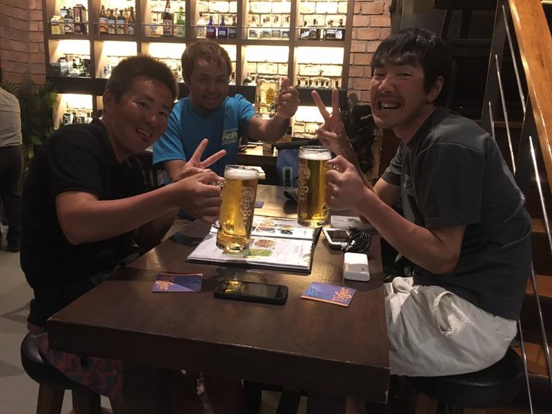 須江、遠藤社長、シゲさんでタニヤの日本バーで飲む