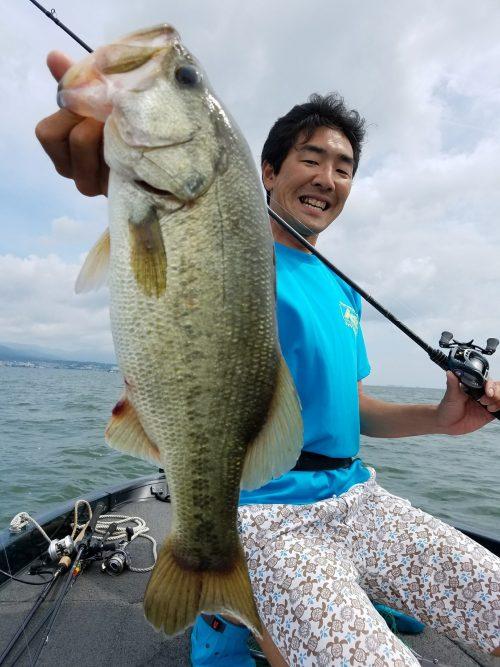 須江ワイドで釣れた琵琶湖ブラックバス物持ち写真